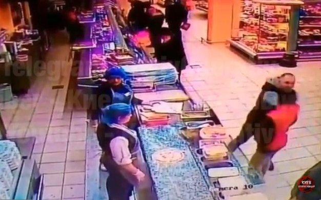 Трагедия в столичном супермаркете: Парня не стало из-за сильного удара в голову