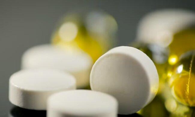 Медики рассказали, чем опасен для детей витамин D. Фото: скриншот YouTube