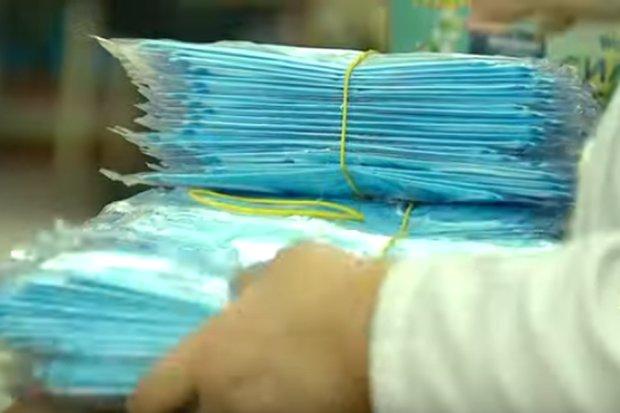 Украинцам будут выдавать маски бесплатно. Фото: скриншот Youtube