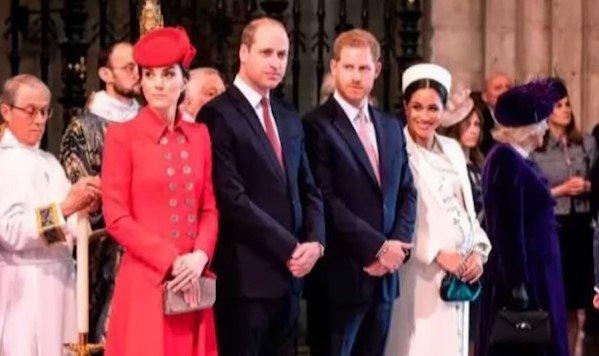 Члены королевской семьи покинули Лондон. Фото: youtube
