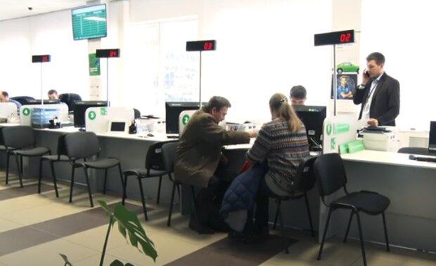 Сервисные центры МВД возобновили выдачу водительских прав. Фото: скриншот YouTube