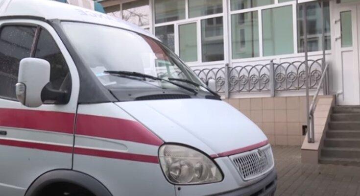 """Украинским медикам снова обещают поднять зарплаты, но """"обещанного три года ждут"""""""