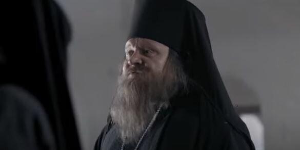 Священник. Фото: скриншот YouTube.