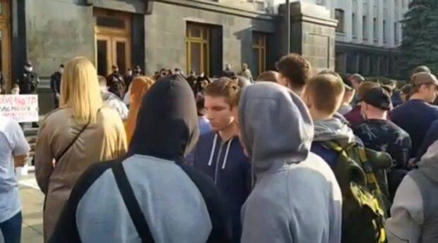Акция в Киеве под зданием ОП. Фото: скриншот YouTube-видео