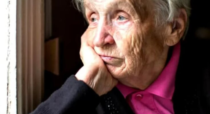 Пенсионеры ждут свои выплаты. Фото: youtube