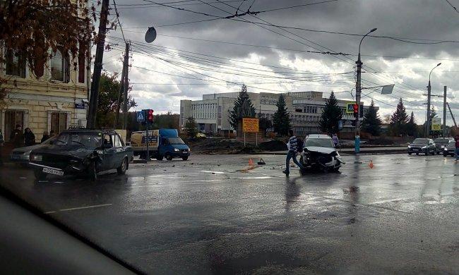 Под Киевом нашли проклятый поворот: полсотни аварий, огромные пробки, смертельные случаи
