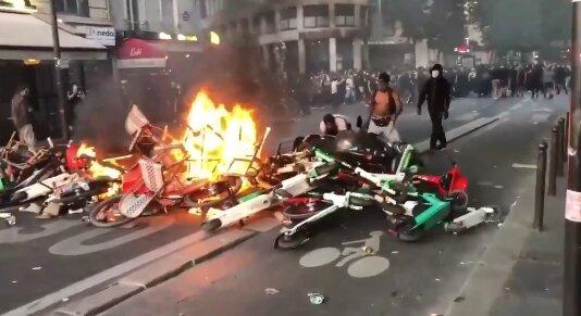 Протест. Фото: скриншот YouTube