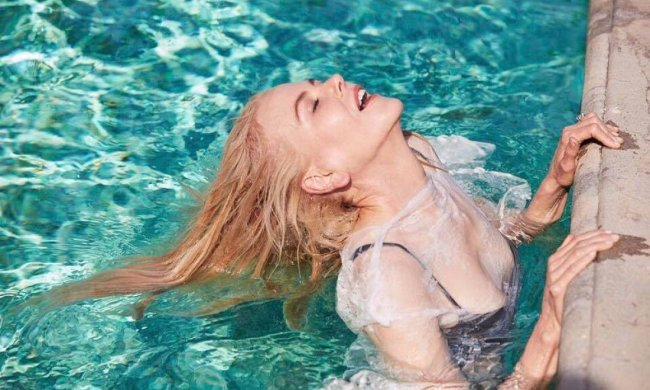 Ангел Victoria's Secret взбудоражила поклонников пикантными фото: мокро и стильно