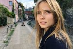 День рождения Анны Кошмал: принимала поздравления взъерошенная, в красном и на ковре