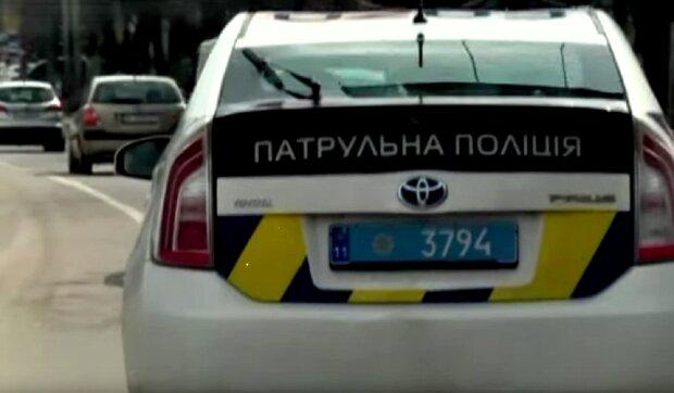 Полиция на дороге. Фото: скриншот YouTube