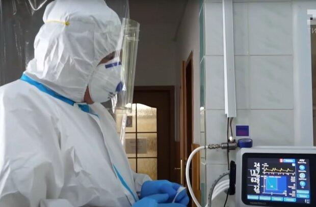 Медик. Фото: скриншот Youtube