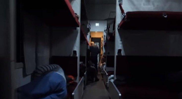 В России с вагона пассажирского поезда сняли китаянку с подозрением на коронавирус. Фото: скрин ТСН