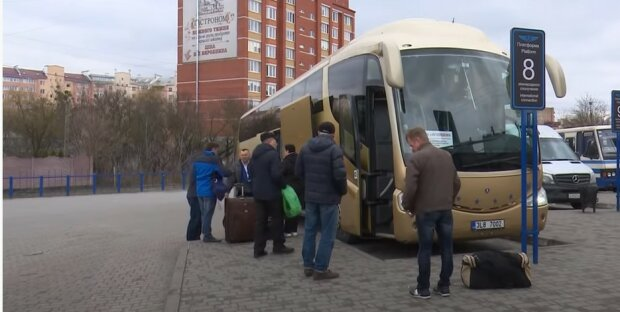 Украинские заробитчане. Фото: скриншот Youtube