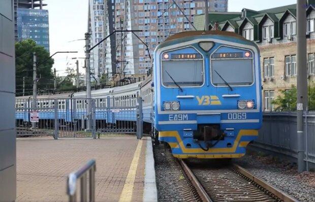 """Укрзализныця"" запустила новые рейсы. Фото: скрин youtube"