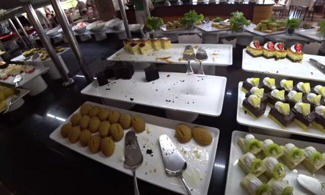 Еда в турецком отеле. Фото: скриншот YouTube-видео