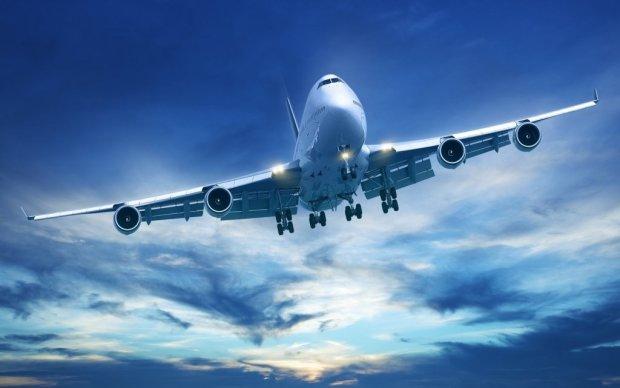 ЧП в Ивано-Франковском аэропорту: самолет срочно запросил посадку - на борту 90 человек
