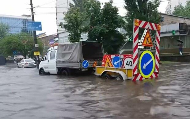 В Киеве начался ливень. Фото: скрин youtube