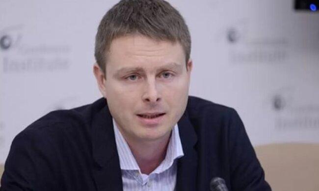 Эксперт о встрече французских сенаторов с журналистами незаконно закрытых каналов: Страусиная политика власти - это очень наивно