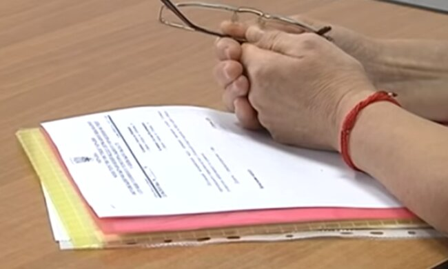 Документи. Фото: скріншот YouTube-відео