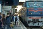 """""""Укрзализныця"""" запускает дополнительные поезда. Фото: youtube"""
