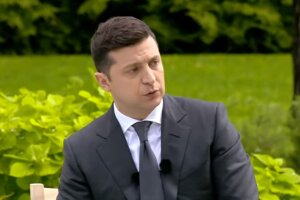 На Зеленского готовят политическую атаку из-за медреформы. Фото: скриншот YouTube