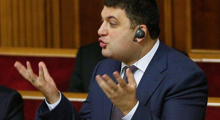 """Гройсман выступил против Порошенко: обвинил его """"вражескую систему"""", хочет примазаться к Зеленскому"""