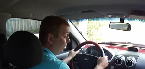 Водитель. Фото: скриншот YouTube.