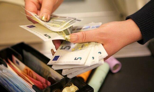 В Европе поменяли деньги: жителям ЕС прийдется привыкнуть к новым денежным знакам