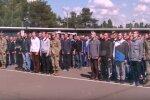 В Украине призывают в армию выпускников. Фото: youtube