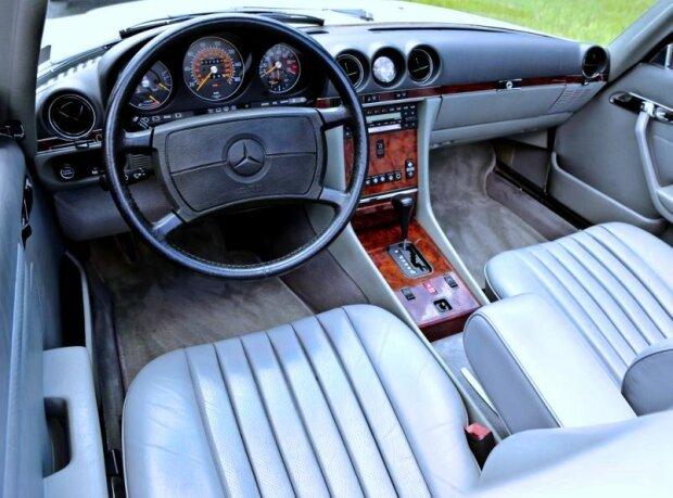 Mercedes-Benz SL. Фото: скриншот YouTube