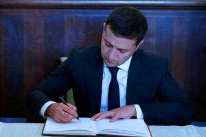 Зеленский подписал закон. Фото: скриншот YouTube