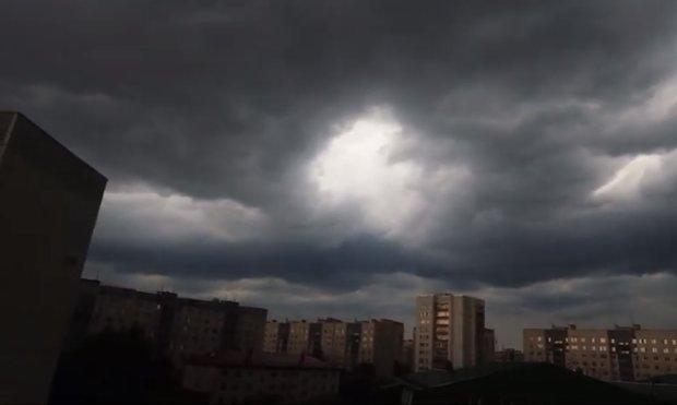Синоптики объявили штормовое предупреждение. Фото: скриншот Youtube