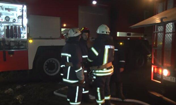 Спасатели ликвидировали возгорание фур. Фото: скриншот YouTube-видео
