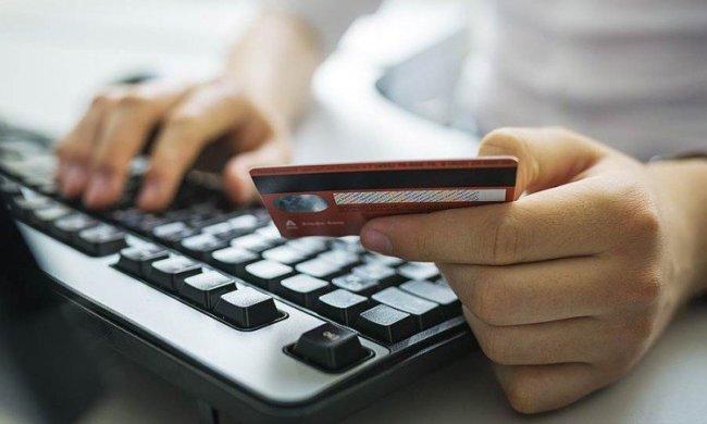 В Украине очень популярны аферы, связанные с банковскими карточками. Фото иллюстративное