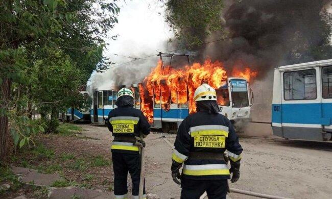 Трамвай вспыхнул посреди улицы в Днепре, сгорел за минуты: подробности, кадры с места ЧП