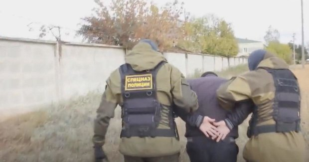"""Задержаны """"украинские разведчики"""". Фото: скриншот YouTube"""