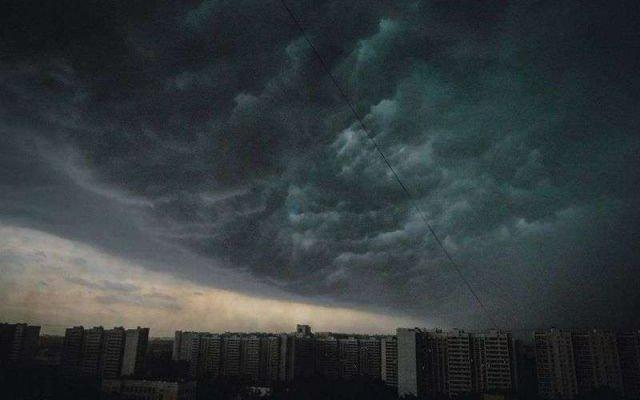 Держитесь подальше от воды и деревьев: на Украину надвигается страшное, спасатели предупреждают об опасности