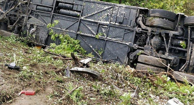 Масштабное ЧП: пассажирский автобус рухнул в ущелье вместе с людьми