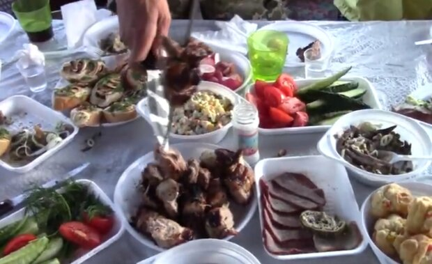 Пикник. Фото: скриншот YouTube-видео