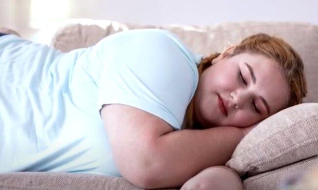 Диетолог рассказала, почему полноценный сон важен для похудения. Фото: скриншот YouTube