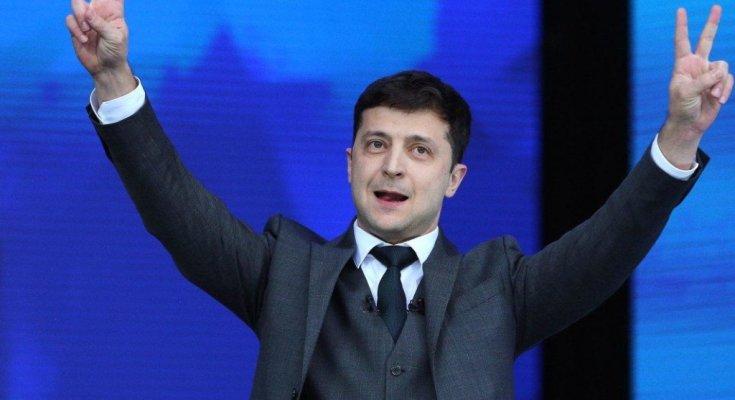 """На купания Зеленского в Мариуполе отреагировали украинцы: """"Так вот, куда уходит детство"""""""