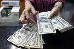 Черный четверг: доллар рекордно обвалился - в обменниках паника
