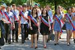 В России выпускников наградили тортом с их надгробными плитами. Фото
