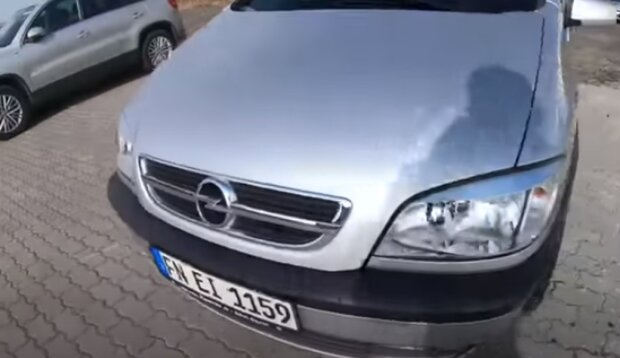 """Украинцам начнут раздавать """"евробляхи"""" бесплатно. Фото: скриншот YouTube"""