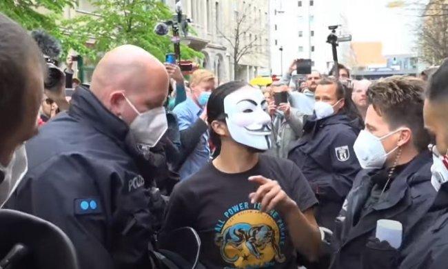 В Берлине прошла акция протеста против карантинных ограничений. Фото: скриншот YouTube