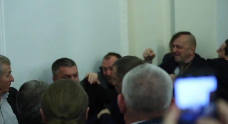 В парламенте снова подрались депутаты, фото - Андрей Якобчук