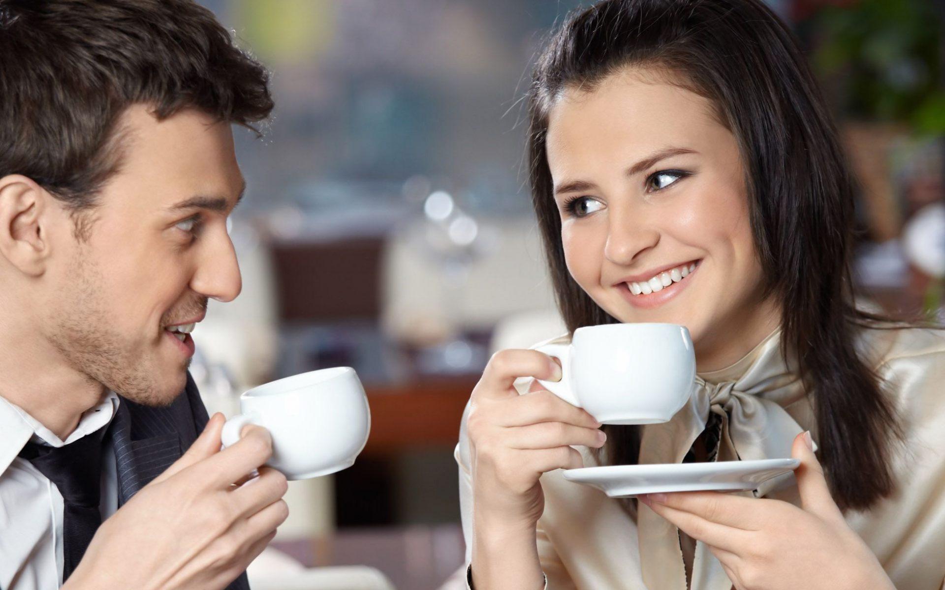 это картинки где вместе пьют кофе нарядных вещей несколько