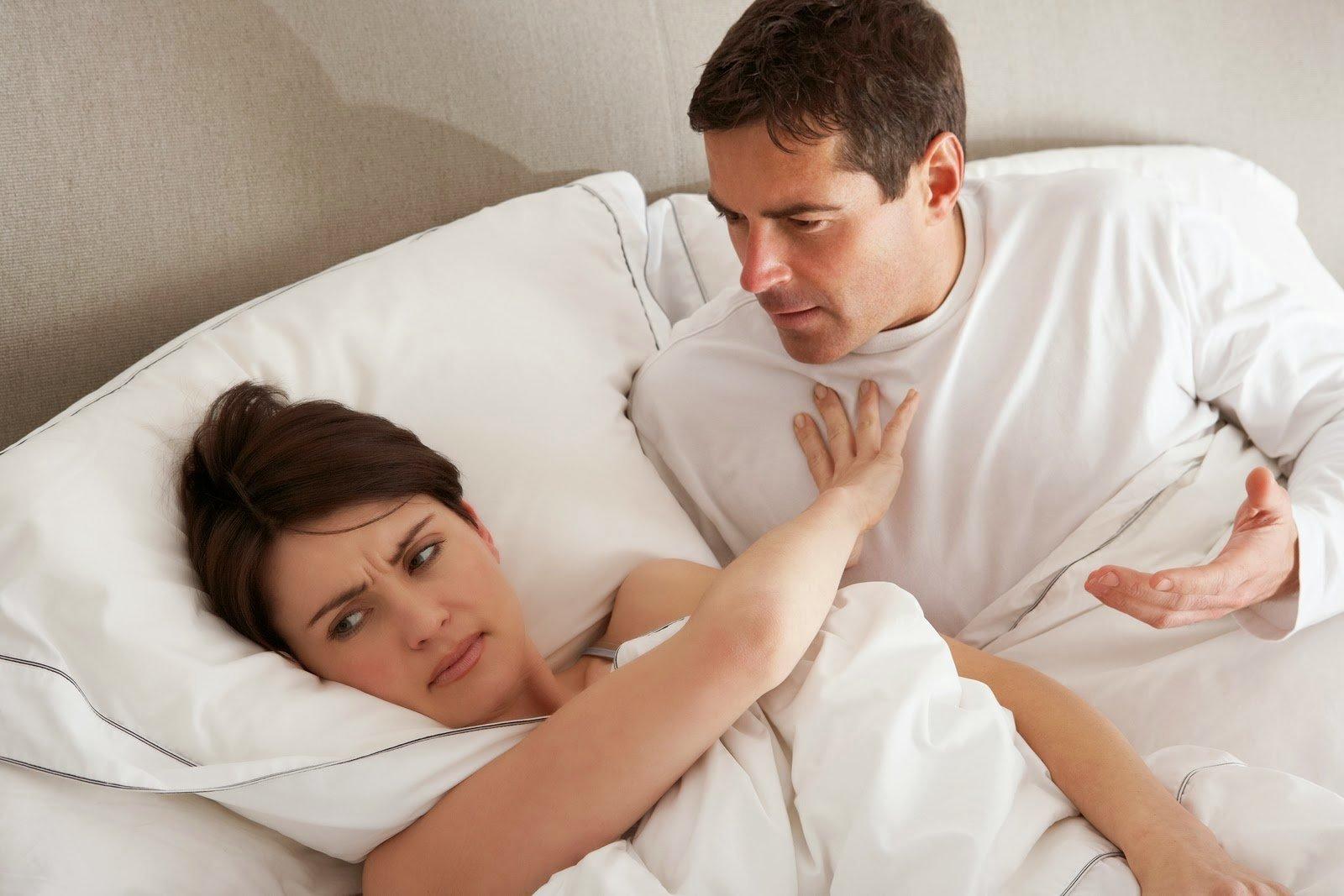 Жены в постельке 1
